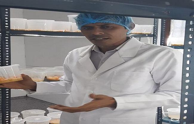 लॉकडाउन में सीखी मिलिट्री मशरूम की खेती, लाखों कमा रहे विनोद कुमार