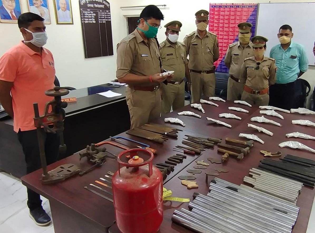 अवैध शस्त्र बनाने की फैक्ट्री का भंडाफोड़, बने अधबने असलाह व उपकरण सहित एक गिरफ्तार