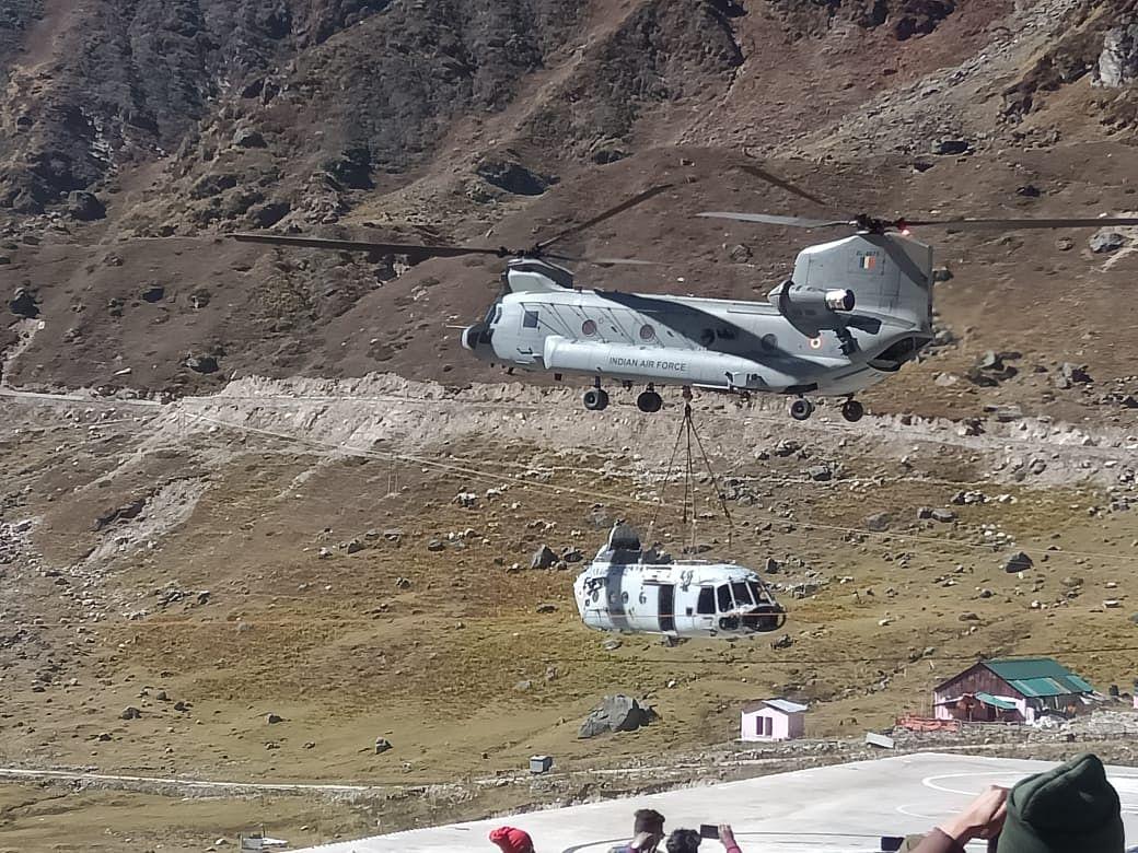 चिनूक हेलीकॉप्टर केदारनाथ से ले गया वायुसेना के एमआई-17 का मलबा