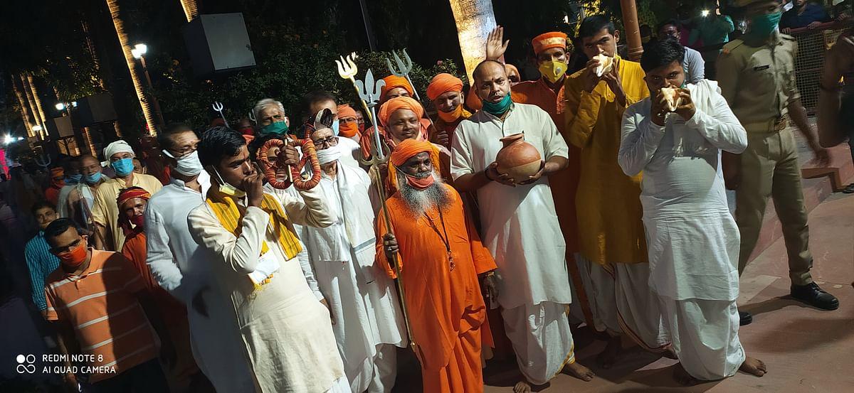 गोरक्षपीठाधीश्वर योगी  आदित्यनाथ ने की गोरखनाथ मंदिर में कलश स्थापना