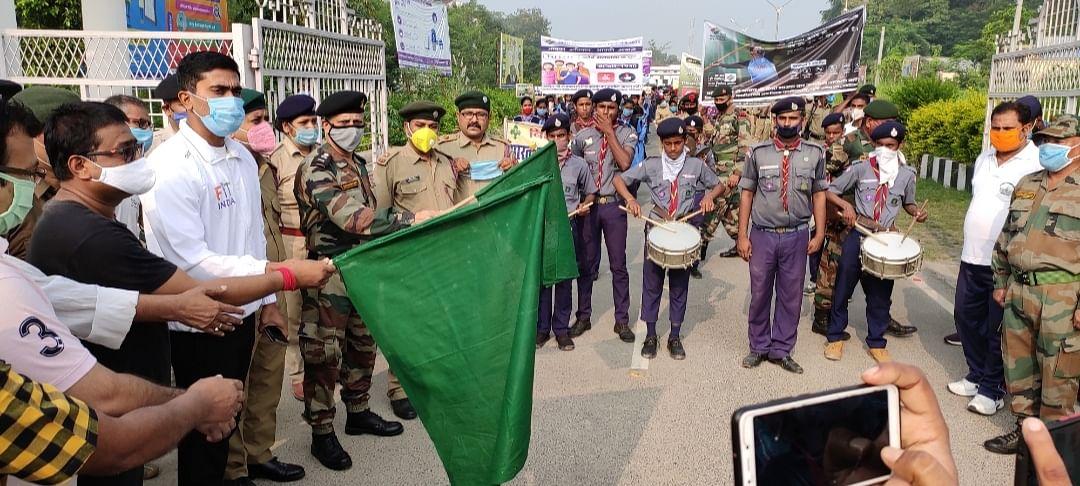 डीएम ने मतदाता जागरूकता अभियान रैली  को दिखाई हरी झंडी