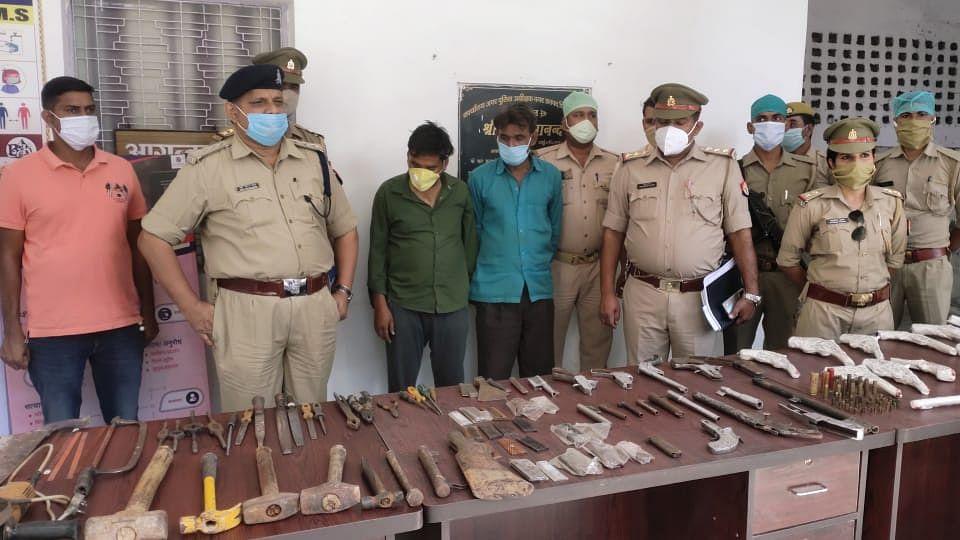 पुलिस ने अवैध असलाह बनाने की फैक्ट्री पकड़ी, दो गिरफ्तार