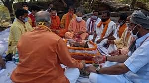 चित्रकूट स्थित महर्षि वाल्मीकि आश्रम के अनुष्ठान में पहुंचने वाले योगी पहले मुख्यमंत्री