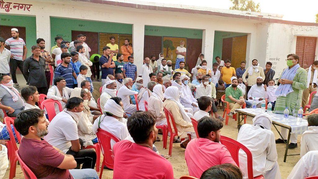 विधायक धीरेन्द्र सिंह ने की एयरपोर्ट से प्रभावित किसानों से चर्चा, कहा कोई भी भ्रान्ति न रखें