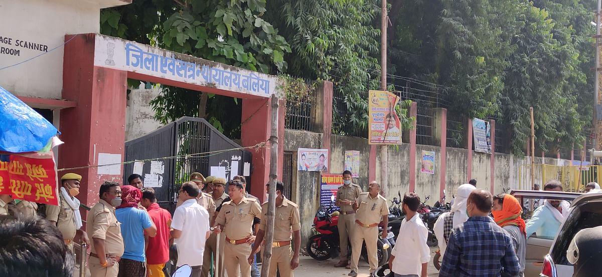 बलिया कांड : मुख्य आरोपित धीरेंद्र सिंह के आत्मसमर्पण को लेकर कोर्ट के बाहर सुरक्षा कड़ी