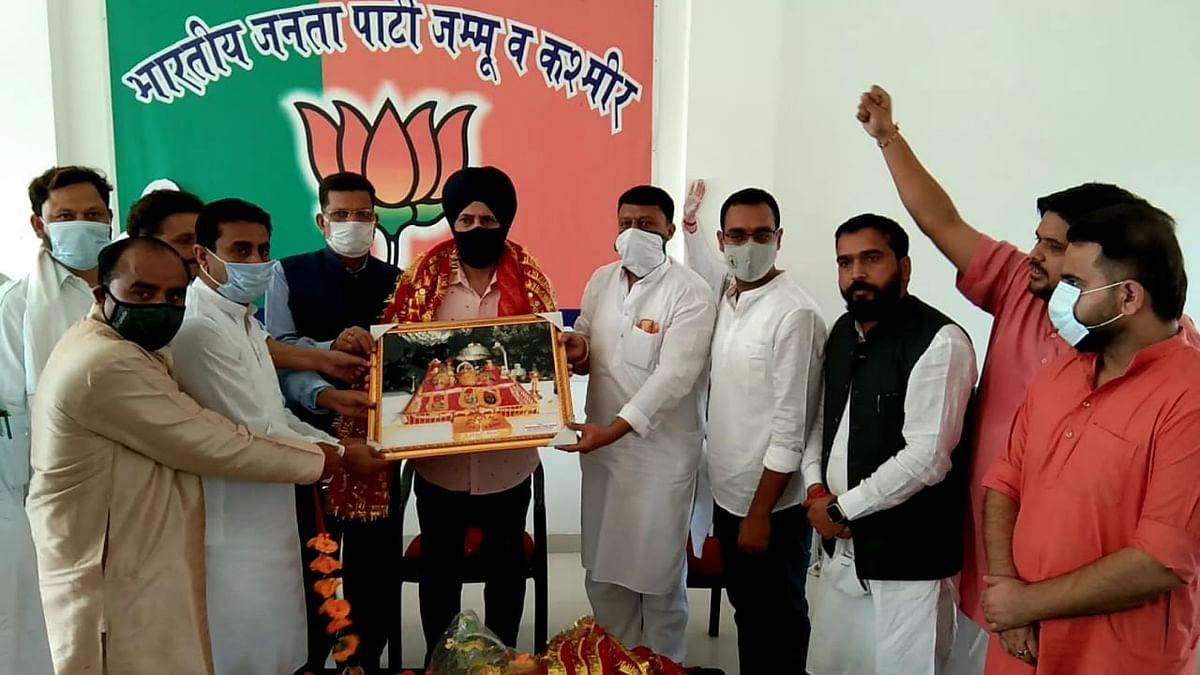 राष्ट्रीय सचिव डॉ नरेंद्र रैणा के कठुआ दौरे पर पार्टी कार्यकर्ताओं पर किया स्वागत