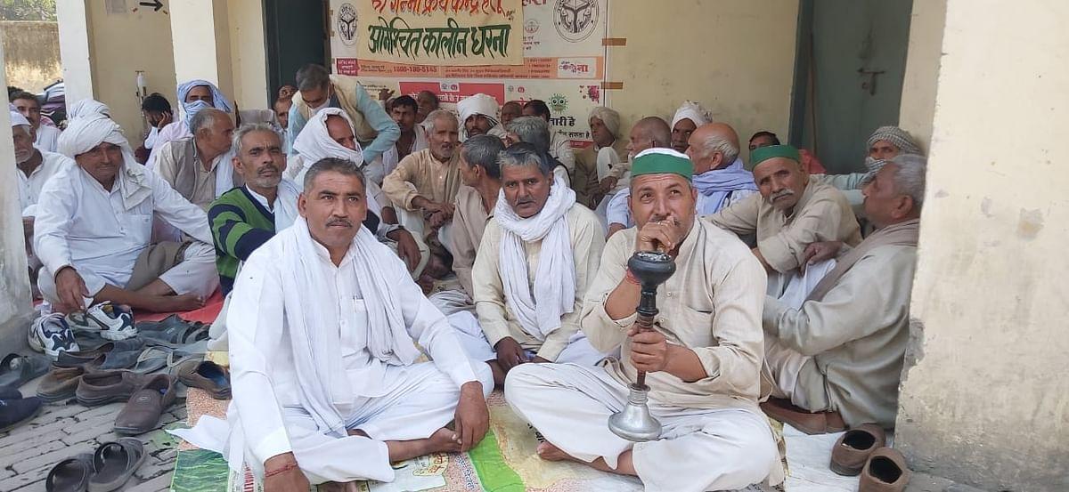 गाधी के किसानों का डीसीओ कार्यालय पर अनिश्चितकालीन धरना शुरू