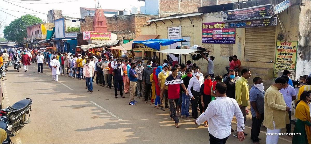 शारदीय नवरात्रि के प्रथम दिन पीतांबरा पीठ मन्दिर पर उमड़ा भक्तों का सैलाब