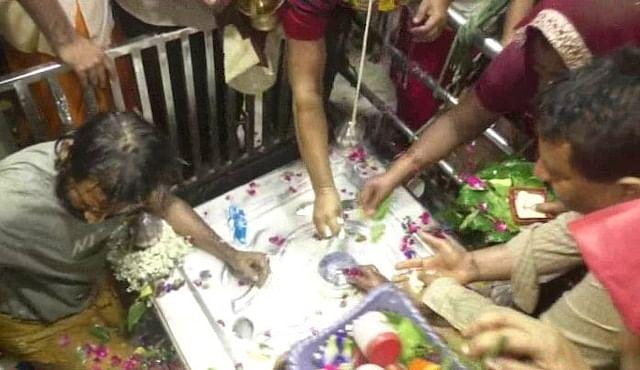 नवरात्र में खुले आनंदेश्वर मंदिर के पट, भक्तों को मिला बाबा का आशीर्वाद
