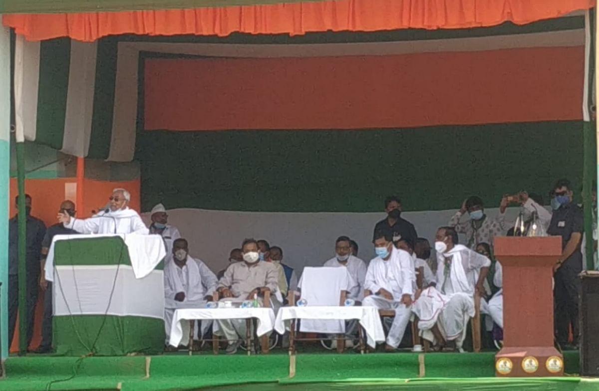 बिहार में अब लालटेन की जरूरत नहीं: मुख्यमंत्री