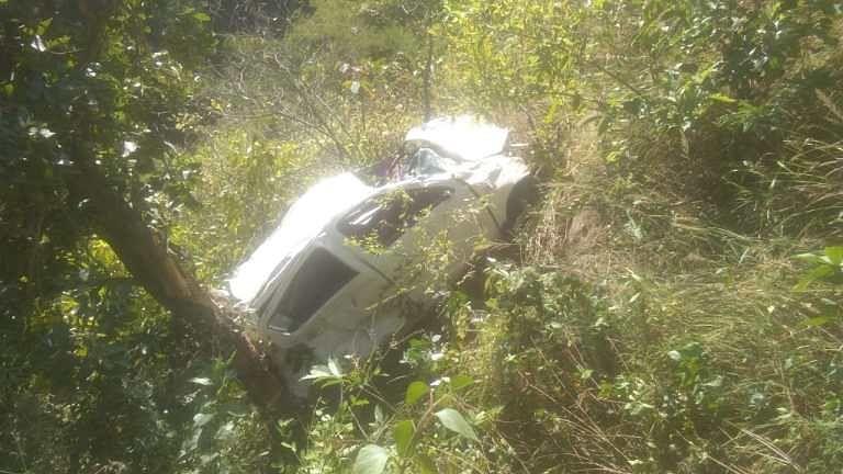 बाराकोट में कार खाई में गिरी, एक की मौत, दो घायल
