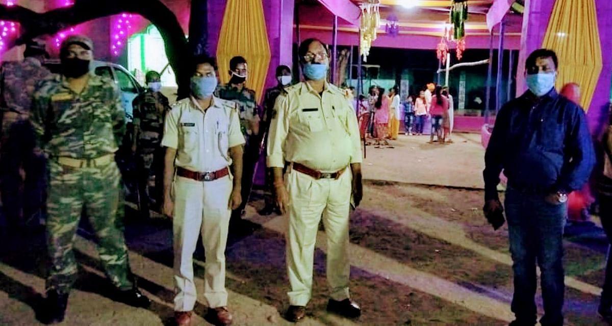 एसडीओ ने किया निरसा के विभिन्न पूजा पंडालों का निरीक्षण