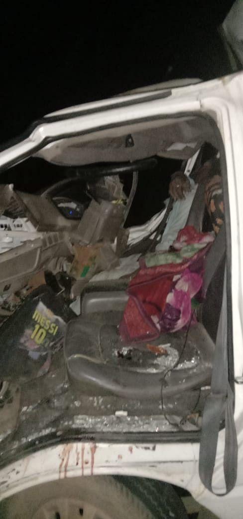 नेशनल हाइवे पर खड़ी ट्रक से जा भिड़ी पिकअप वाहन, 2 की मौके पर मौत, 1 घायल