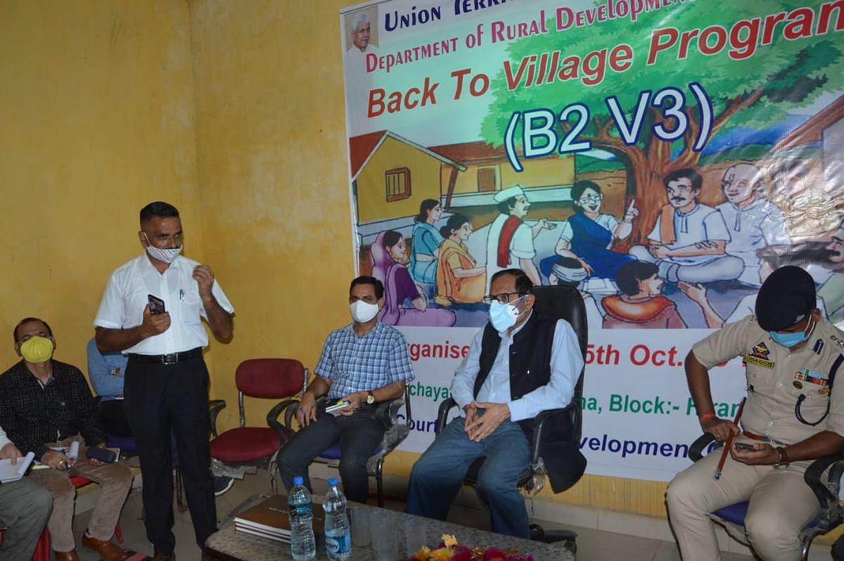सलाहकार राजीव राय भटनागर हीरानगर में आयोजित बैक टू विलेज-3 कार्यक्रम में भाग लिया