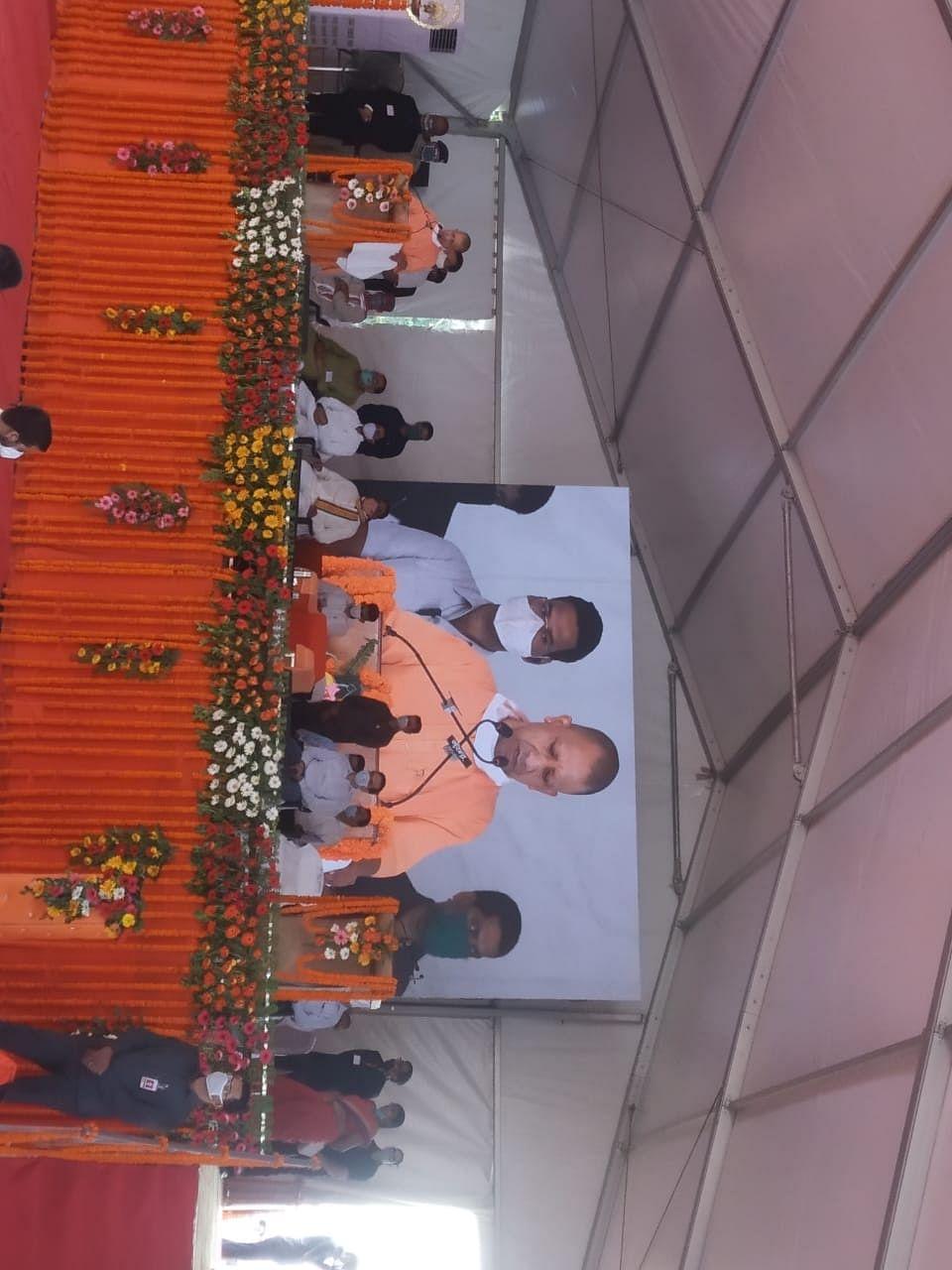 मुख्यमंत्री योगी पहुंचे शक्तिपीठ मंदिर देवीपाटन