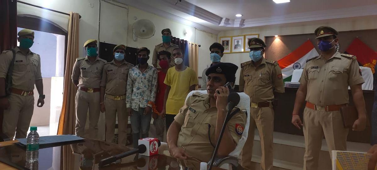 मार्निंग वॉकर व बुजुर्गों से मोबाइल लूट करने वाले चार शातिर लुटेरें गिरफ्तार