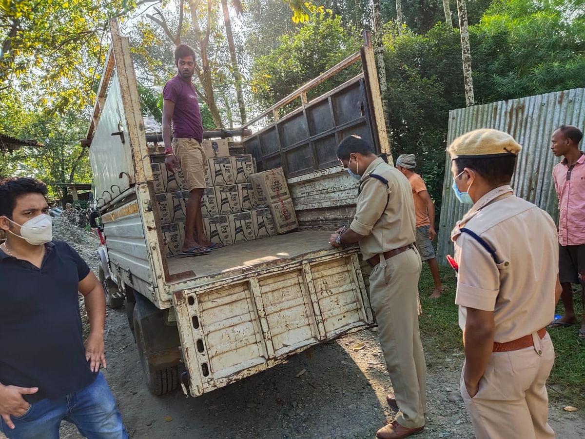 भारत-भूटान सीमाई इलाके से अवैध शराब के दो गोदामों का भंडाफोड़
