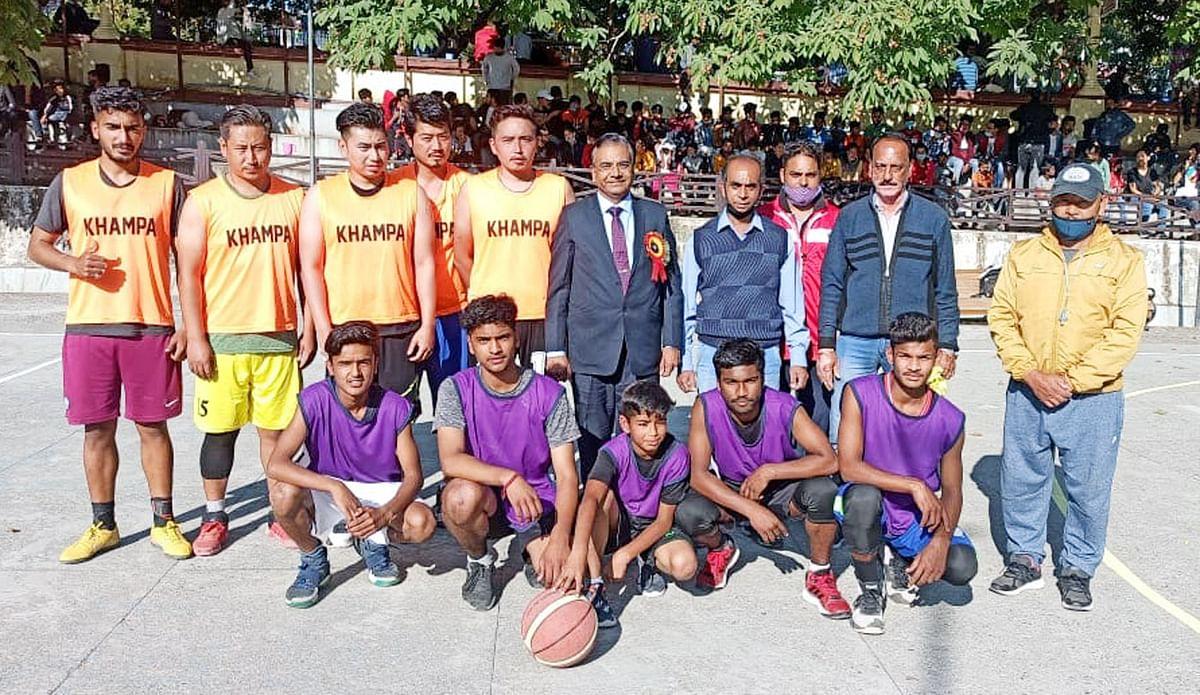 बास्केटबाल प्रतियोगिता में आर्यन्स, हिल्स, सारांश, डी कैम्प व मिनी मार्ट ने जीते मैच