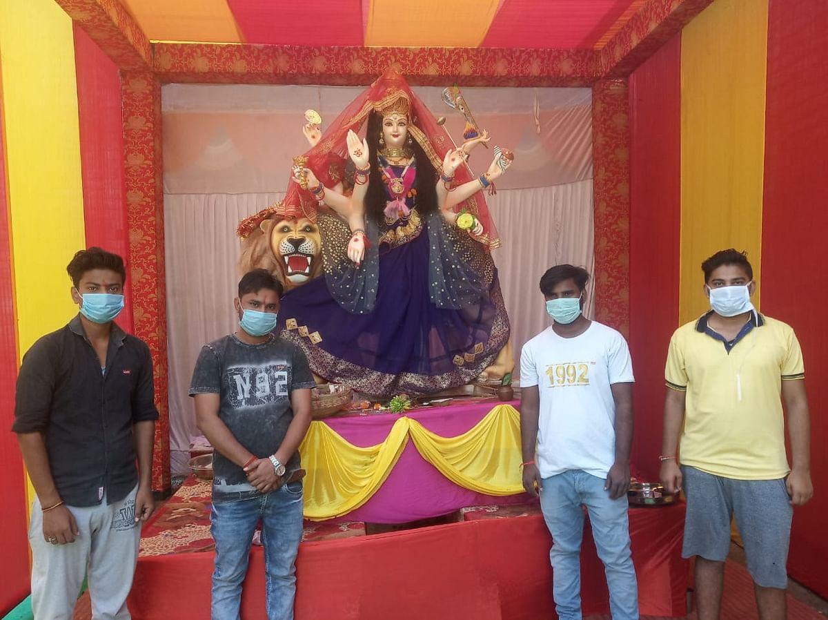 मां ब्रह्मचारिणी के दर्शन के लिए मंदिरों व भक्तों में उमड़ी भक्तों की भीड़