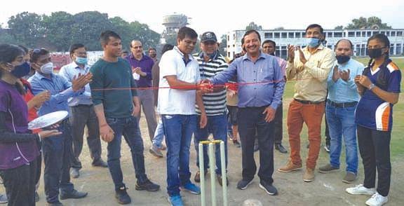 सीएयू सचिव महिम वर्मा व क्रिकेटर ज्ञानेंद्र पाण्डे ने किया क्रिकेट एकेडमी का उद्घाटन