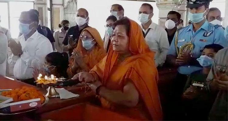 राज्यपाल ने किया माँ बम्लेश्वरी देवी का दर्शन