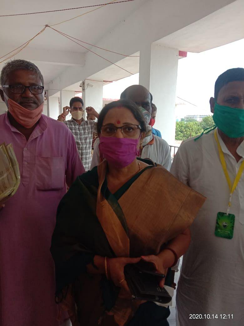 फुलपरास से जदयू उम्मीदवार शीला कुमारी ने  किया नामांकन