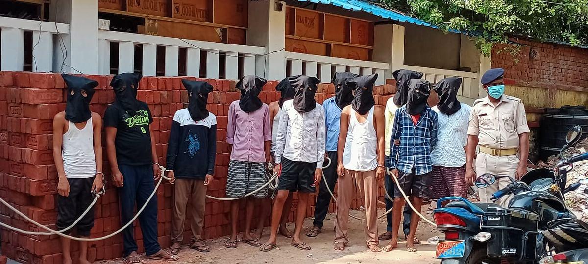 देवघर : 11 साइबर अपराधी गिरफ्तार,नकदी सहित बड़ी संख्या में अन्य सामान बरामद