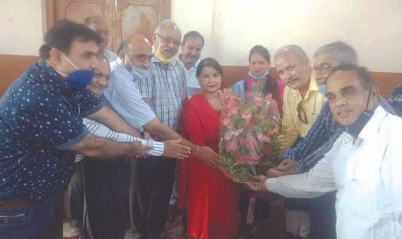 इंडस्ट्रीज एसोसिएशन ने किया पार्षद पुष्पा शर्मा का स्वागत