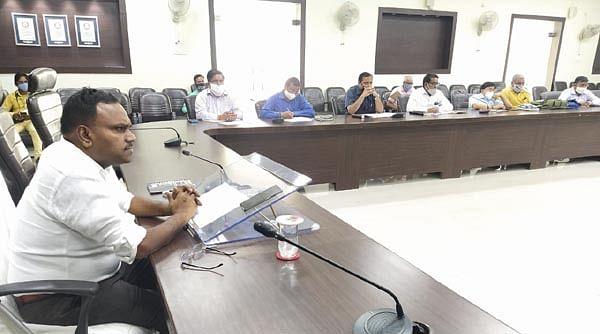 मण्डलायुक्त ने राष्ट्रीय राजमार्गों के कार्यों की प्रगति समीक्षा की