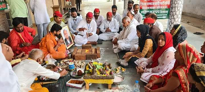 सपाईयों ने किया मुलायम सिंह यादव के स्वास्थ के लिए महामृत्युंजय जप व महारुद्र अभिषेक