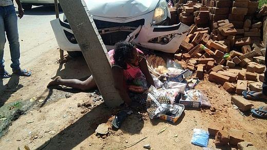 अनियंत्रित कार ने दो महिलाओं को मारी ठोकर,  दोनों गंभीर