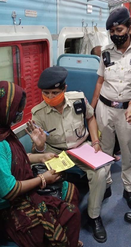ट्रेन में अकेली यात्रा करने वाली महिलाओं की सुरक्षा के लिये आरपीएफ का 'मेरी सहेली' अभियान