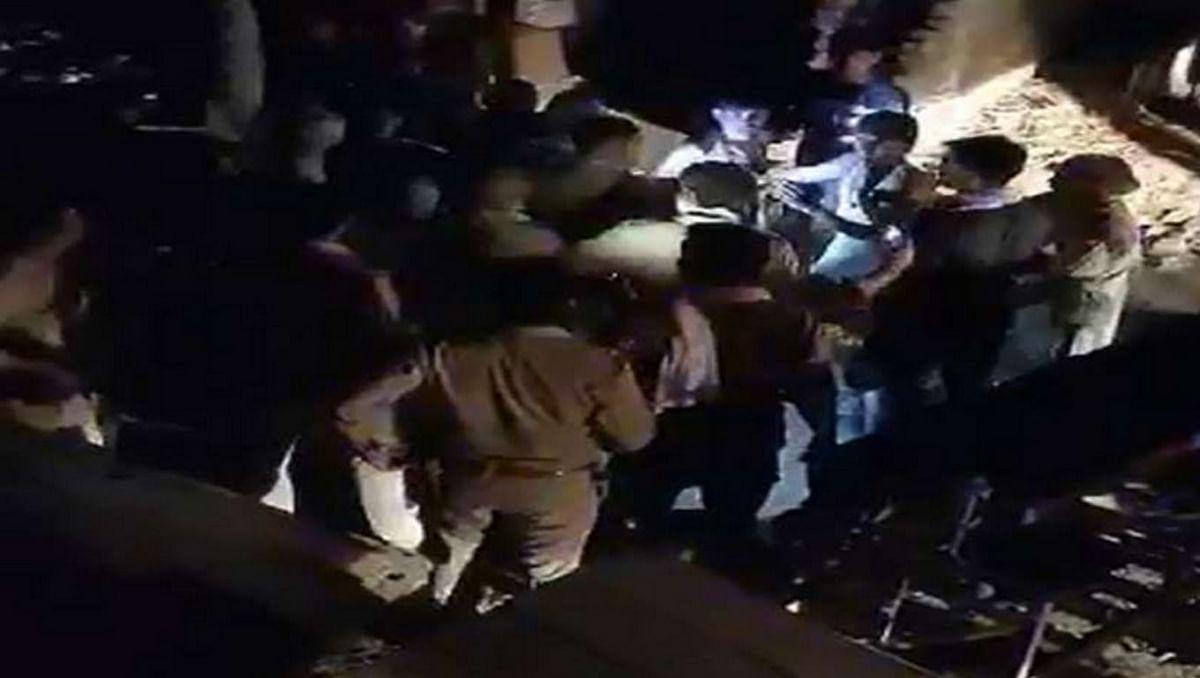 मथुरा :  ठग को पकड़ने पहुंची पुलिस टीम के साथ ग्रामीणों ने की हाथापाई, वीडियो वायरल