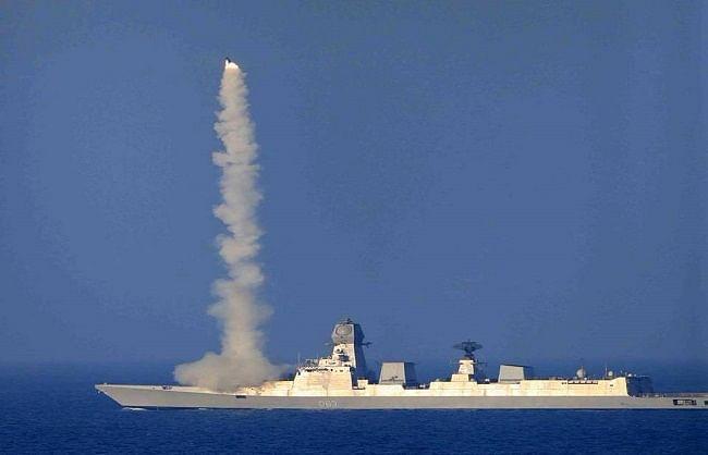 नौसेना के युद्धपोत से ब्रह्मोस ने मार गिराया लक्ष्य