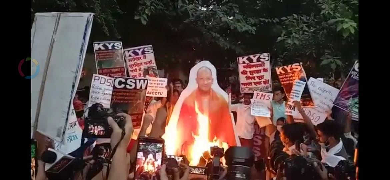 हाथरस कांड पर केवाईएस और अन्य संगठनों ने जंतर जंतर-मंतर पर किया प्रदर्शन