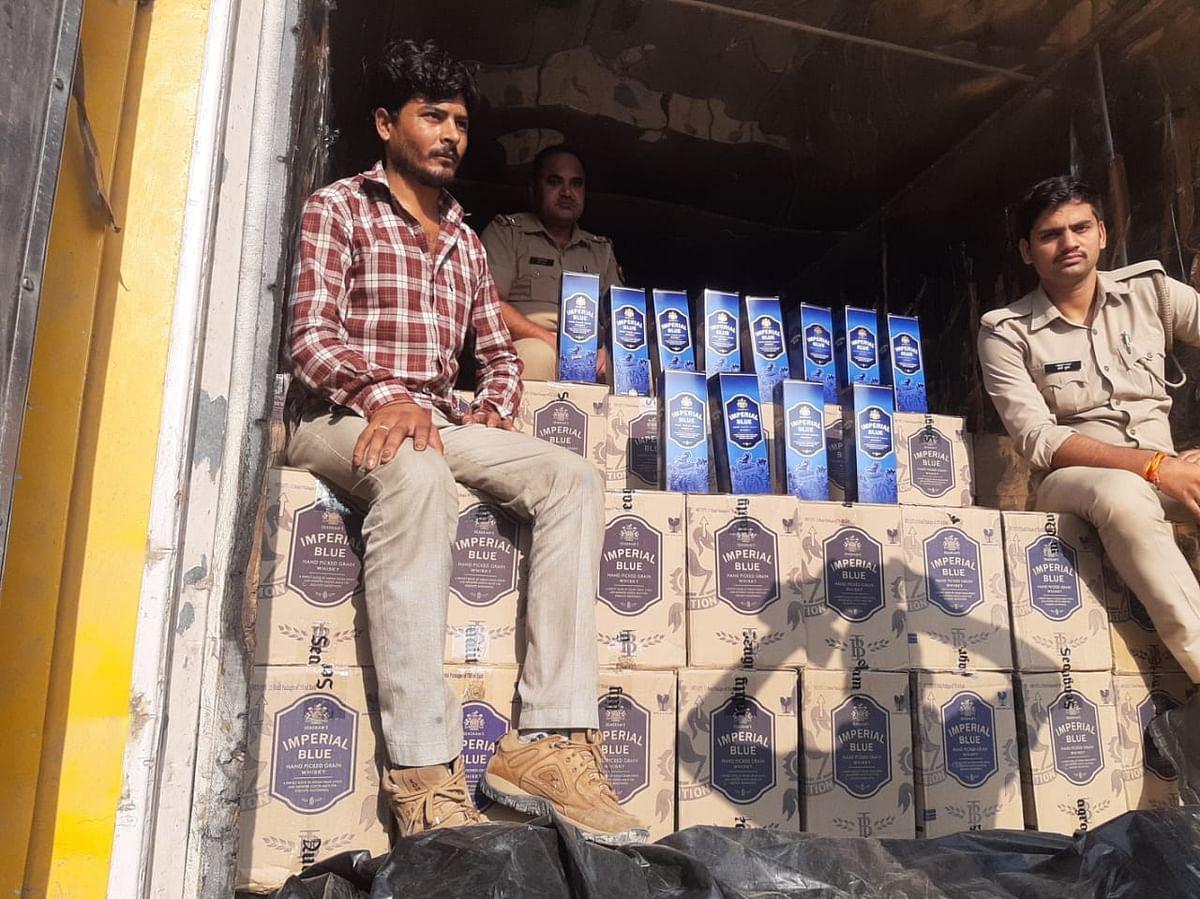 शाहजहांपुर : कंटनेर समेत चालक गिरफ्तार, 50 लाख की शराब जब्त