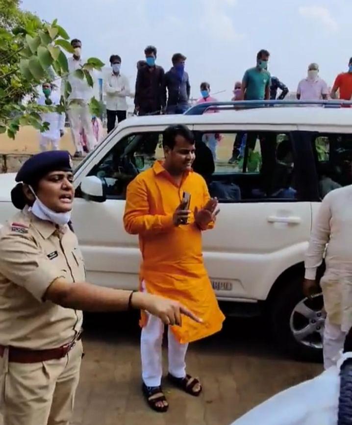 भाजपा प्रत्याशी के बेटे ने नहीं लगाया था मास्क, पुलिस ने काटा चालान