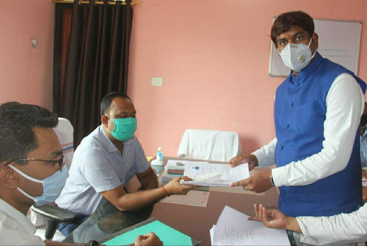 वीआईपी सुप्रीमों मुकेश सहनी ने किया नामांकन,बोले बिहार में भारी मतों से एनडीए की सरकार बनेगी