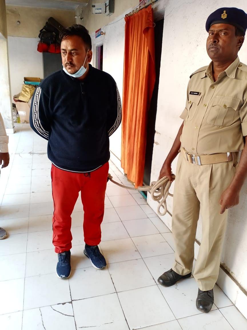 फर्जी हस्ताक्षर से जमीन बेचने वाला भू माफिया अजय सिंह गिरफ्तार