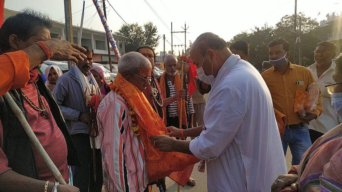 कोरोना से मुक्ति की मनोकामना लिए पदयात्रा जटाशंकर के लिए रवाना