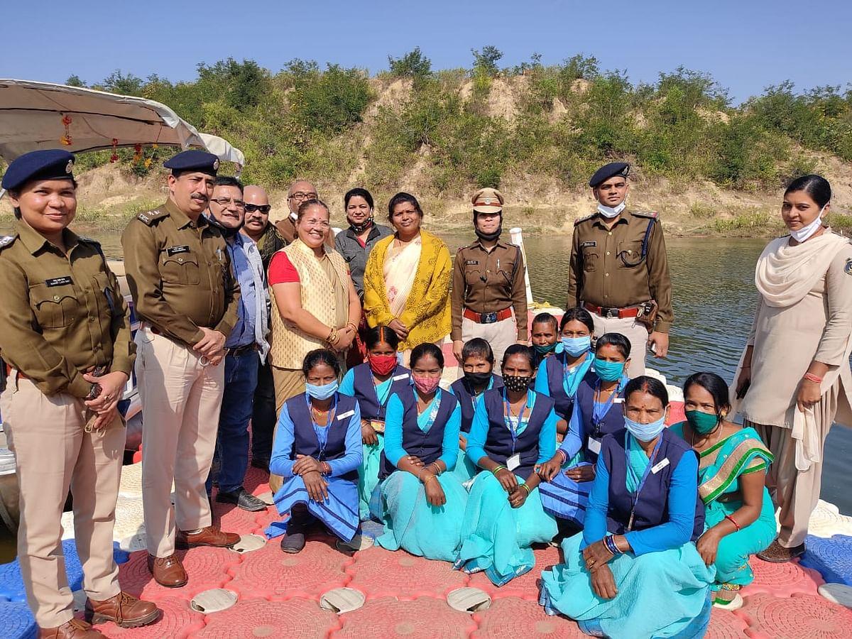 महिला आयोग अध्यक्ष डाॅ किरणमयी नायक ने सूरजपुर में महिला समूह गतिविधियों का किया निरीक्षण