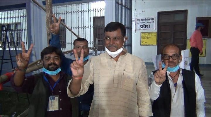 तिरहुत शिक्षक निर्वाचन सीट से  डॉ.संजय कुमार सिंह तो स्नातक निर्वाचन क्षेत्र से देवेश चन्द्र ठाकुर हुए निर्वाचित