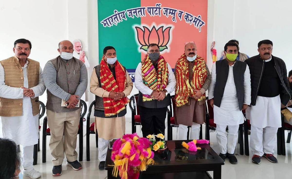 कांग्रेस के समर्थन के साथ अब्दुल्ला-मुफ्ती की जोड़ी ने जम्मू-कश्मीर में तबाही मचाई, उनके ताबूत भरे, विकास से आम आदमी वंचित-चुघ