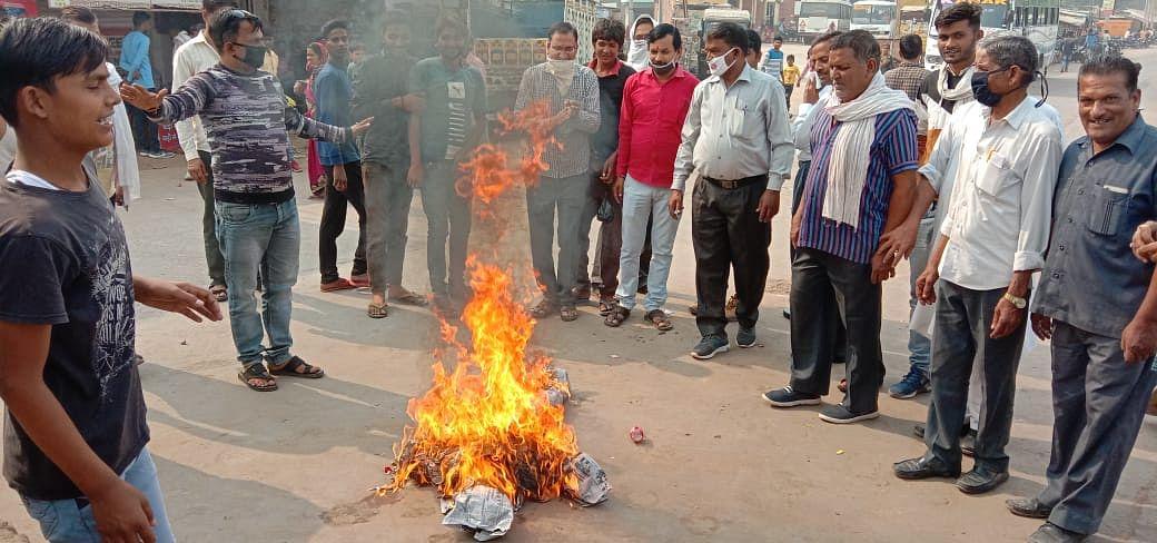 शिक्षा जगत के अपमान पर शिक्षामंत्री गोविंद सिंह डोटासरा का पुतला जलाया, माफी नहीं मांगी तो करेंगे मानहानि का मुकदमा
