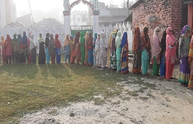 बिहारः आखिरी चरण में 15 जिलों की 78 सीटों पर मतदान शुरू