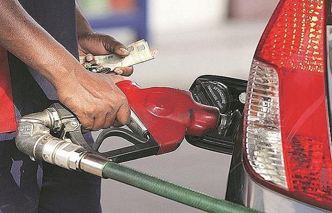 पेट्रोल-डीजल के दाम में बढ़ोतरी नहीं, जानिए अपने शहर के भाव