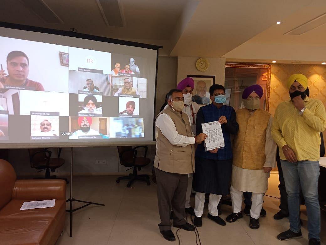रेल मंत्री से मिला पंजाब के नेताओं का उच्च स्तरीय प्रतिनिधिमंडल
