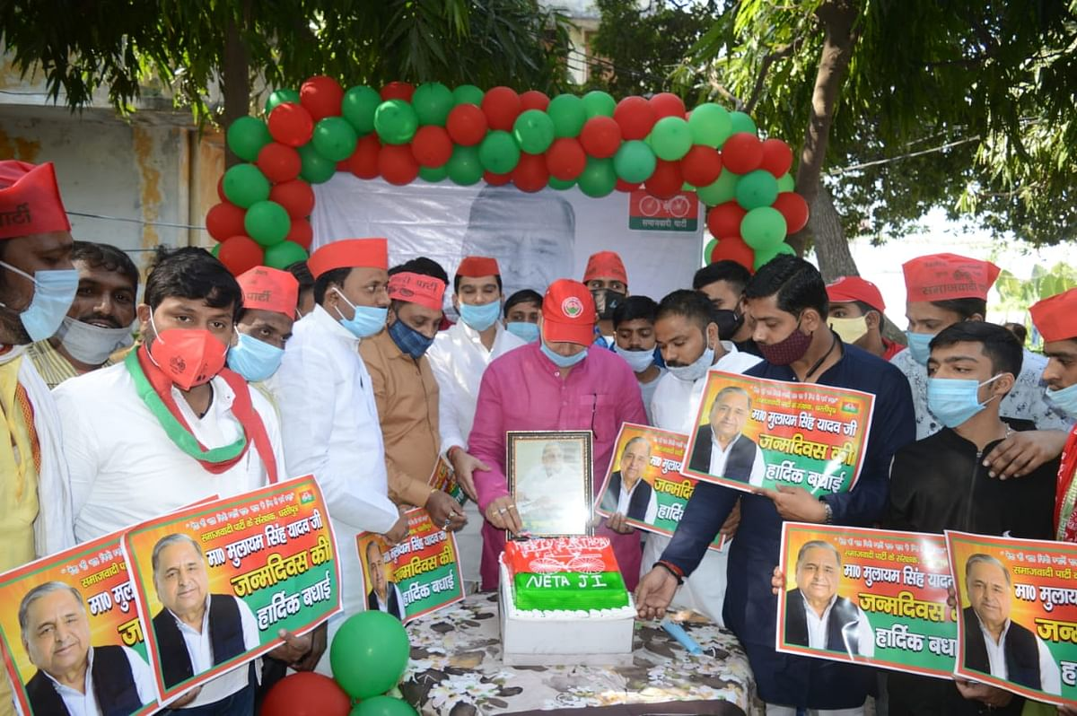 सपा कार्यकर्ताओं ने उत्साह से मनाया मुलायम का जन्मदिन