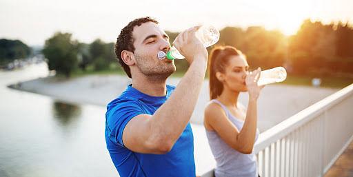 जानें आयुर्वेद में क्यों मना किया जाता है पीना ठंडा पानी