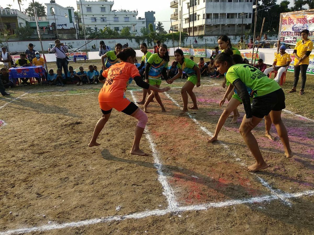 अंतर जिला कबड्डी प्रतियोगिता में सहरसा- बेगूसराय की टीम फाइनल में